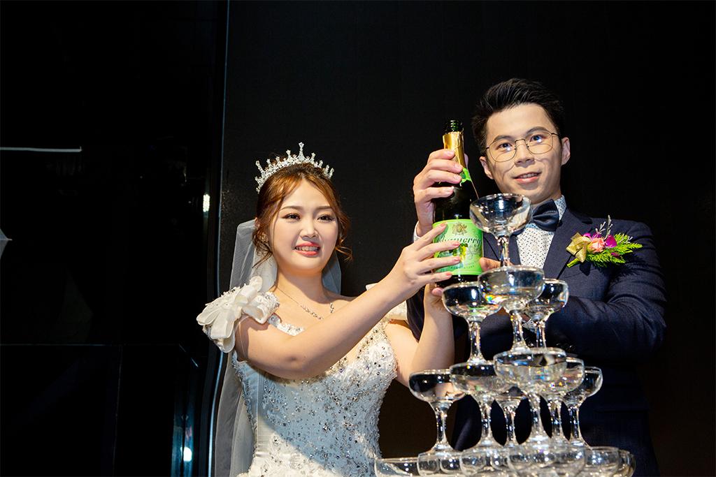 藉由婚禮攝影師吳崑榮細心盡心的拍攝,帶給您每一張的許下承諾-台北婚禮攝影師,婚禮攝影師阿崑,婚禮攝影作品